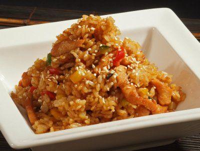 рис с овощами и курицей по японски